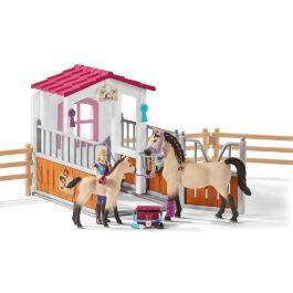 Box para caballos con árabes y moza de cuadra