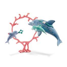Mama delfina z młodymi